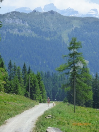 OneWomanAndHerDog.Dolomites