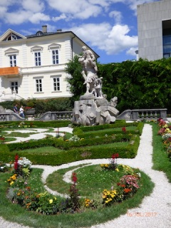 JustOneOfManyStatues.Salzburg