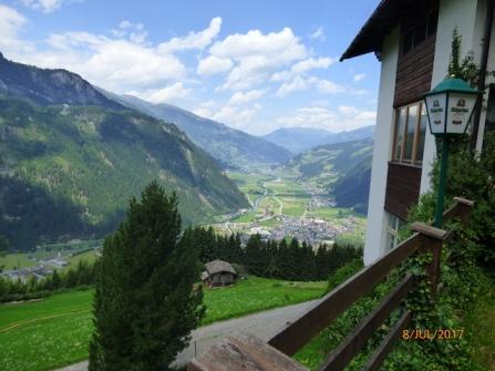 ViewFromTheWeisenhofHutOverTheZillertal.Mayrhofen